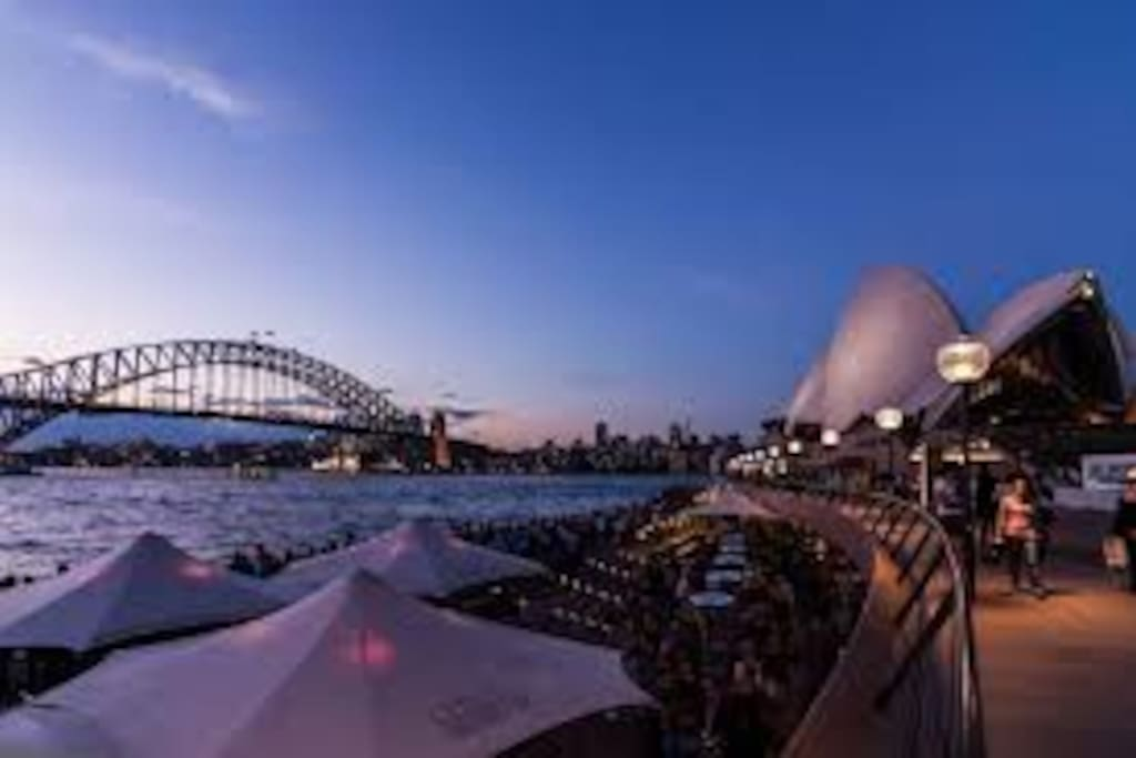 A short stroll to the iconic Opera House