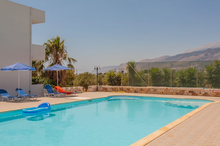 2BDR Beach & Pool in Cretan Nature