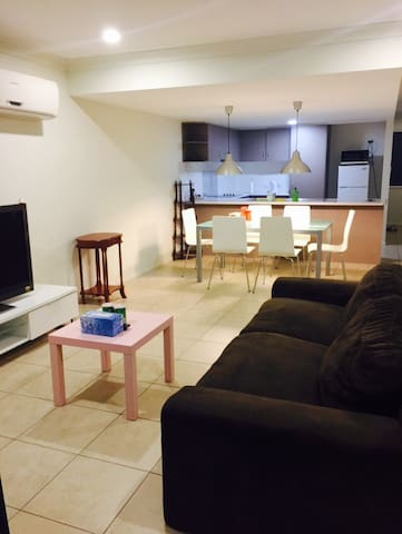 2 bedroom+2.5 bath (Entire Home) - Woodridge - Huis