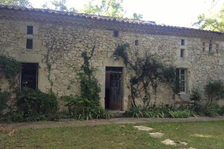 Peaceful, Charming House with Swimming Pool - Saint-Maurin