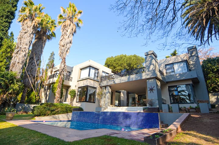 Stunning Bedfordview Villa, Luxurious & Affordable