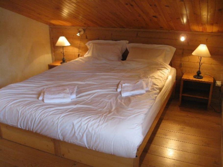 Un grand lits 160 * 200
