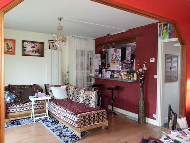 Chambre dans 1belle maison centre-V - Champagne-sur-Seine - Dom
