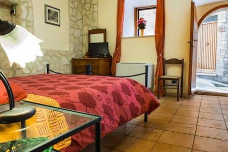 ..B&B La terrazza del Castello ** - Sant'Anatolia di Narco - Bed & Breakfast