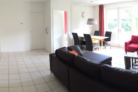 Groot appartement midden in Nes - Nes