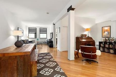 Chique boutique condominium located in 1 of Manhattan's most desired neighborhoods, next to the Highline park, 5 min walk to the Meatpacking and 5min walk to the W village. Metro lines L,A,C,E,1,2 and 3 are all within 5 min min walking distance.