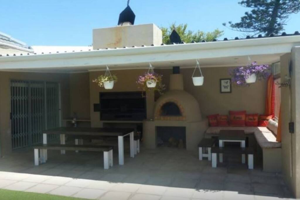 Beautiful outside braai area and pizza oven