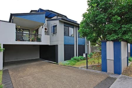 1 minute from Oxford Street! - Bulimba