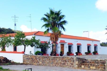 Casa Rural Cortijo Los Castillejos. - Monesterio
