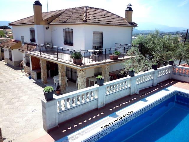 Bonita Casa, práctica  y amplia - Tordera - บ้าน