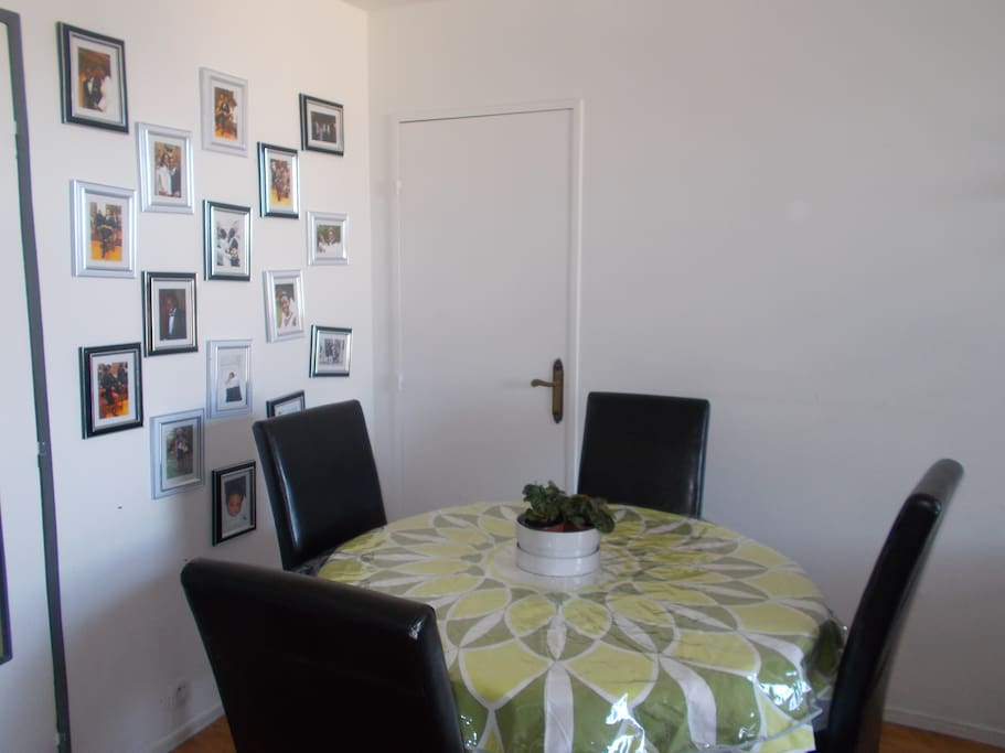 Our family pictures gallery, we will create another gallery in the room, with all our guests 'signature