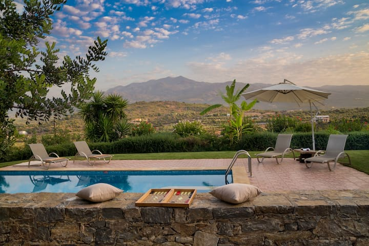 private Villa with magnificent view&Hotel service - Melidoni - Villa