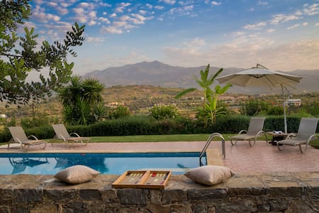 private Villa with magnificent view&Hotel service - Melidoni