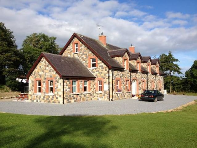 Gartland House B&B - Latton - Bed & Breakfast