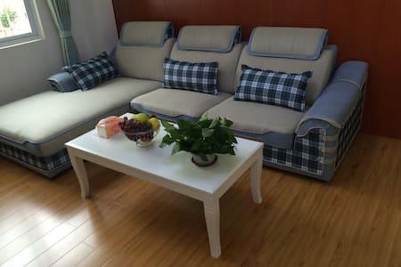 泸定山卡卡公寓,有客厅有停车位 - Ganzi Zangzuzizhizhou