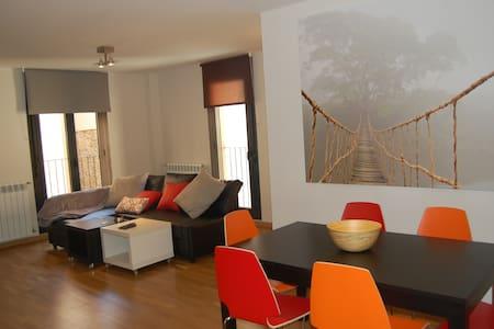 Apartamento 80m nuevo (Jaca centro)