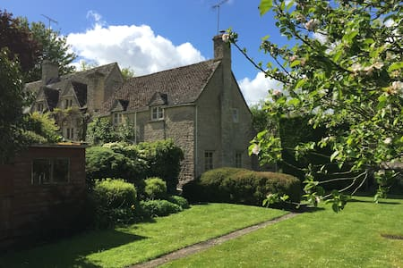 Spring Cottage, Winson - Cirencester
