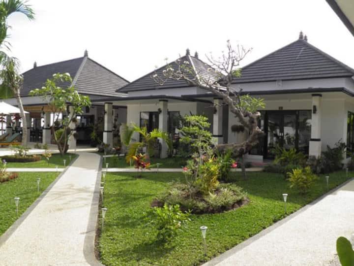 Romantic and Quiet Villa in Lovina!