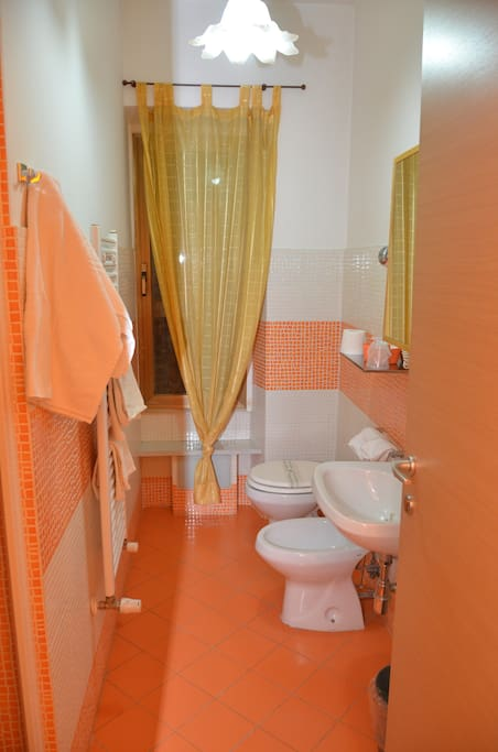 bagno con doccia camera Rubino