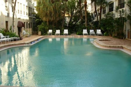 Charming Studio Condo renovated - palm Beach  - アパート