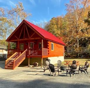 The Cabin at Main Street Lodging