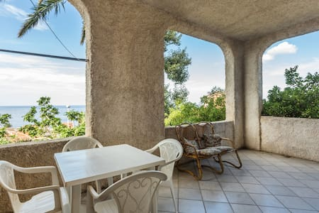Appartamento con veranda vista mare - S'Archittu - Apartment