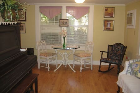 1 bdrm/apt Antique Southern getaway - Appartement