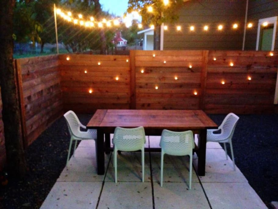 Outdoor dining area.  Perfect for a bbq dinner!