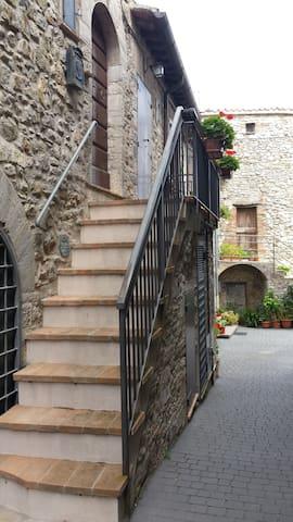 Borgo antico umbro tra gli ulivi - Pesciano - Appartement