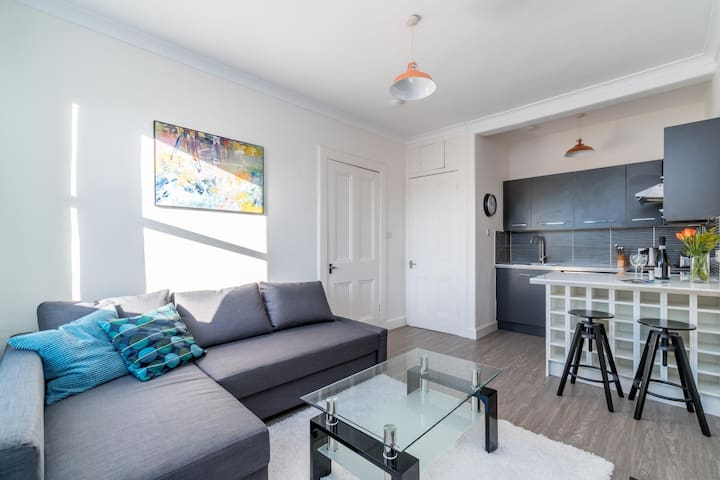 Charming Meadowbank Apartment (1F2)