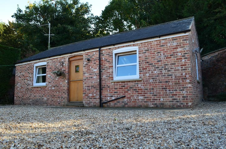 Cosy one bedroom cottage North East of Lincoln