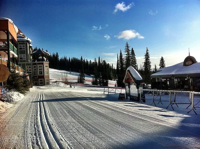Ski in/out Condo At Silverstar, BC - Vernon - Appartement