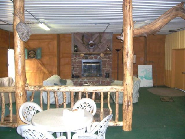 Hunting Lodge Just off Interstate - Vandalia - Muu