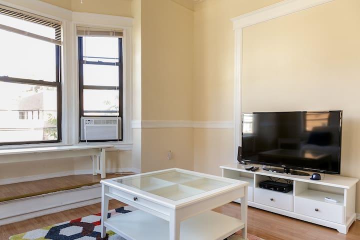 NYC 10 MINUTES AWAY 3 BEDROOMS