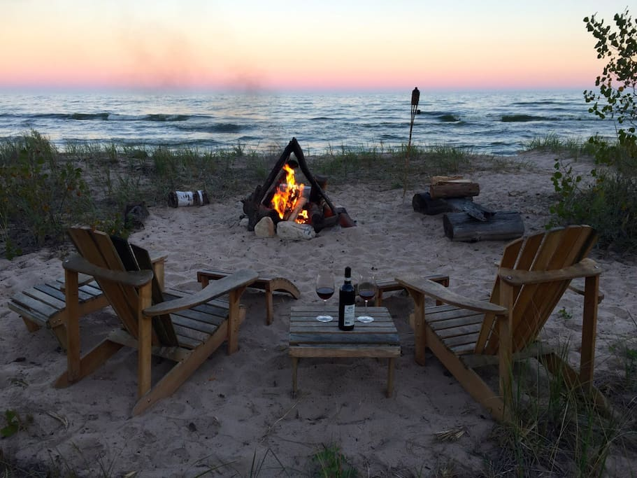 cozy secluded romantic cottage on lake michigan houses. Black Bedroom Furniture Sets. Home Design Ideas