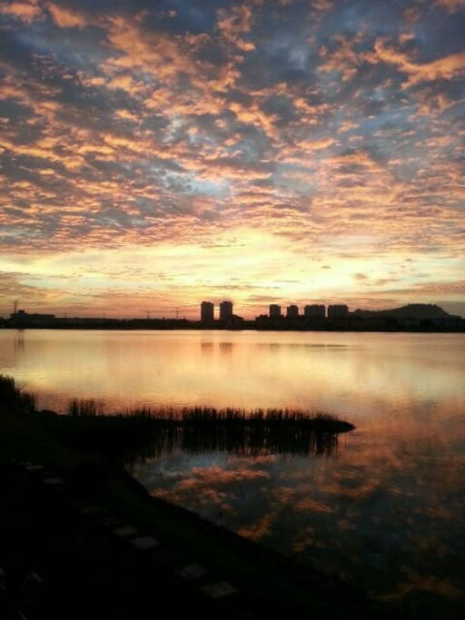 One of the best sunset photos of the lake...