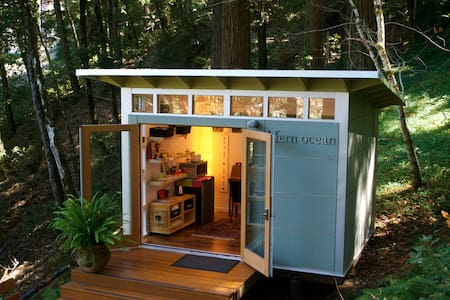 Romantic studio in the redwoods.