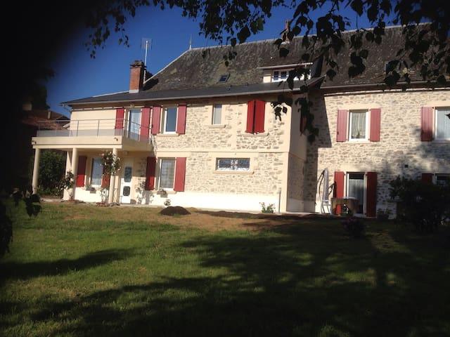 Chambres d'hôtes au cœur du village - Bagnac-sur-Célé - Casa
