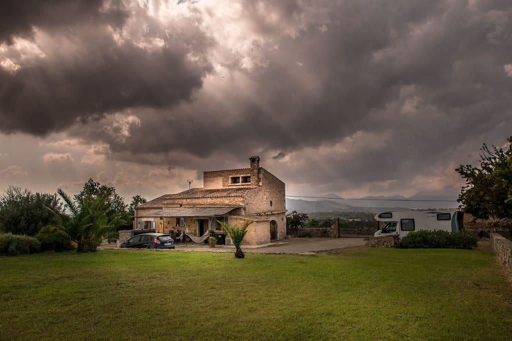 Finca en Llubi con amplio jardin de cesped