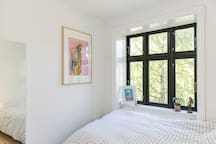 The bedroom with a view of the garden