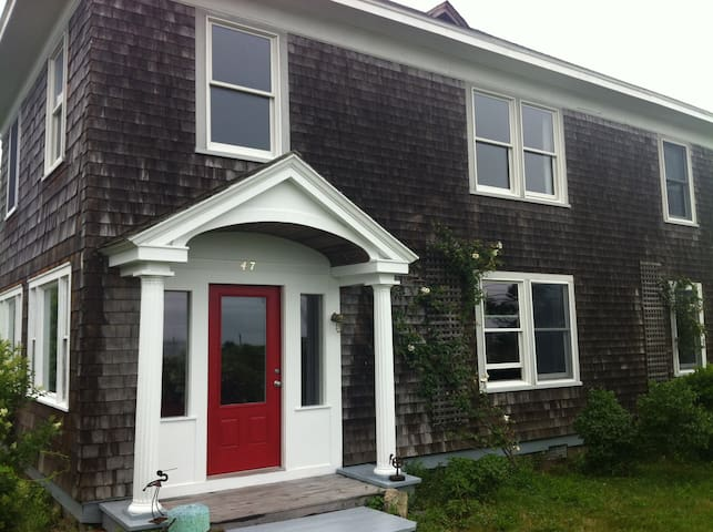 Woods Hole with Great Harbor views!