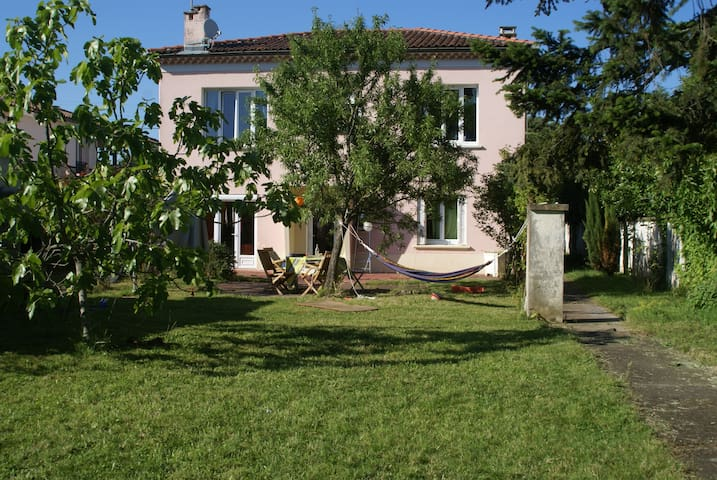 Maison et jardin centre ville - Cugnaux - Huis