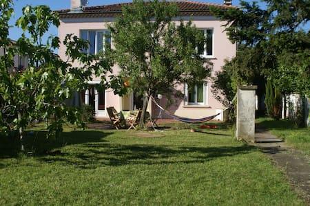 Maison et jardin centre ville - Cugnaux - Haus