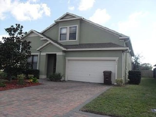 Gorgeous 4 bed pool home sleeps 10 - Davenport - Dom