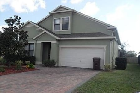 Gorgeous 4 bed pool home sleeps 10 - Davenport - Casa