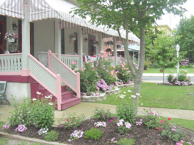 Apt #4  Spacious 2 bedrm 2 bath, great location! - Cape May - Apartment