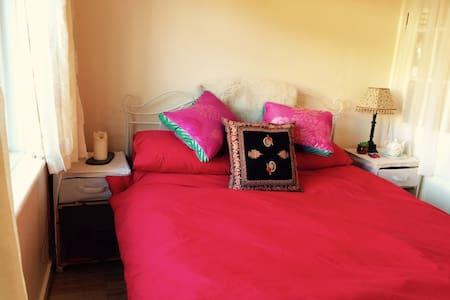 Fantastic bed, organic breakfast. - Dartington