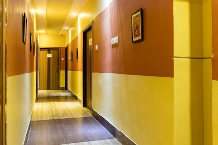 Star Hotel opposite of Kol Airport - Kolkata - Bed & Breakfast
