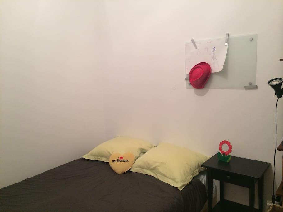 chambre chez l 39 habitant petit dej maisons louer bordeaux aquitaine france. Black Bedroom Furniture Sets. Home Design Ideas