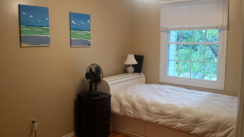 Super Cute & Close to University - Guelph - Casa